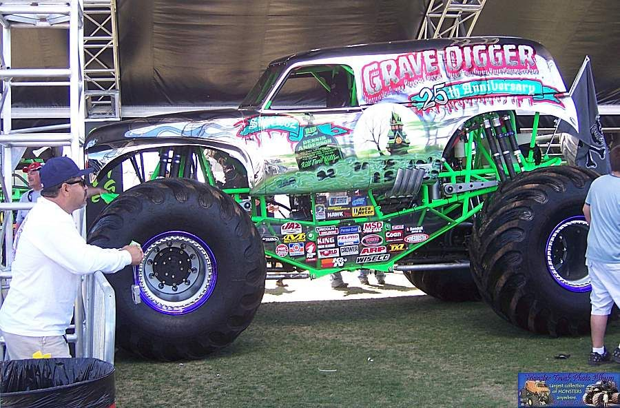 Grave Digger 25th Aniversery Chrome With Images Monster Trucks