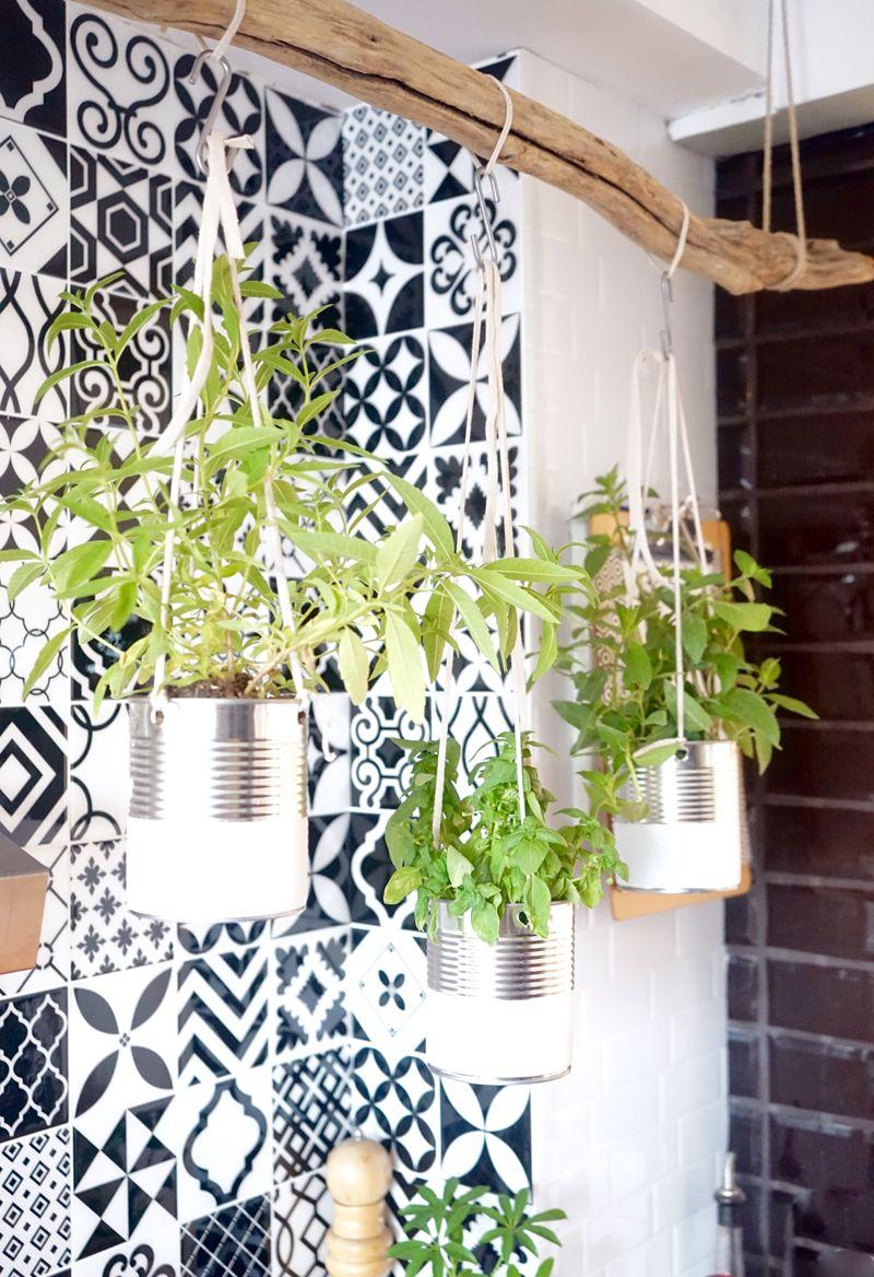 diy mon jardin aromatique suspendu la nature envahit. Black Bedroom Furniture Sets. Home Design Ideas