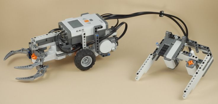 Lego Mindstorms Nxt Claw Car With Game Controller Lego Pinterest