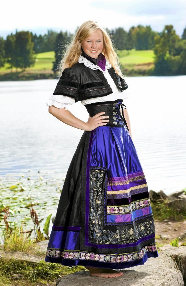 Abigail: Da fiolett kom i motebildet, ringte Lise Skjåk Bræk en leverandør og…