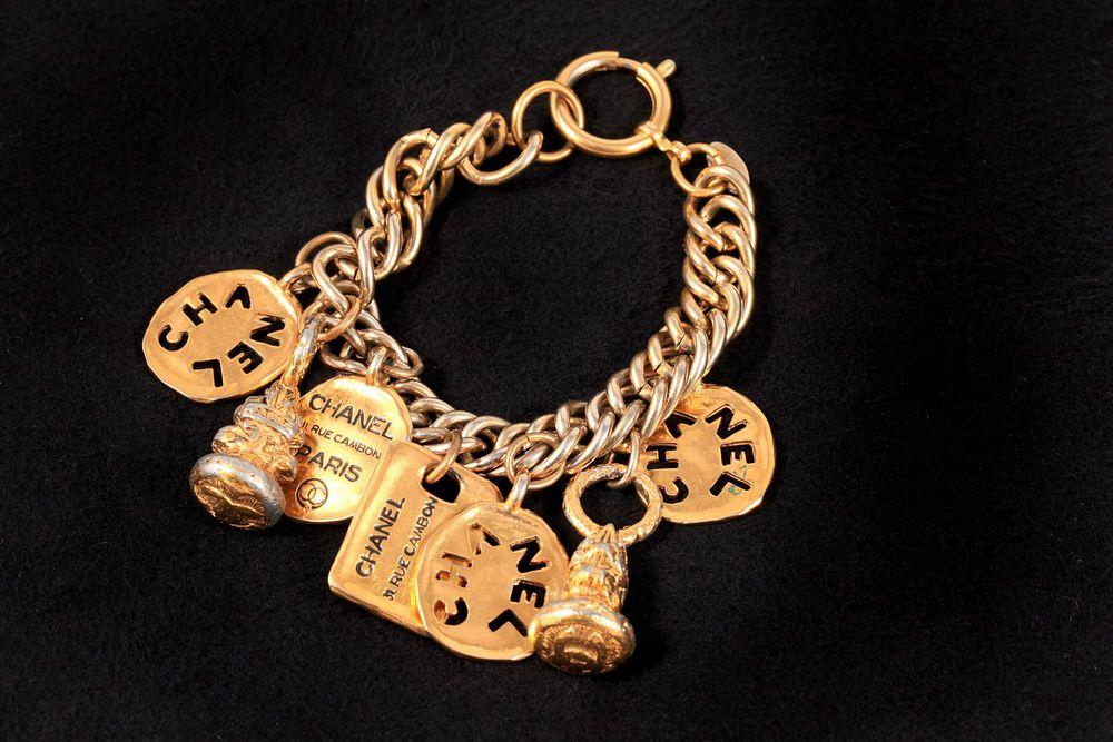 Authentic Chanel VTG Gold Tone CC Logo 7 Charm Chunky