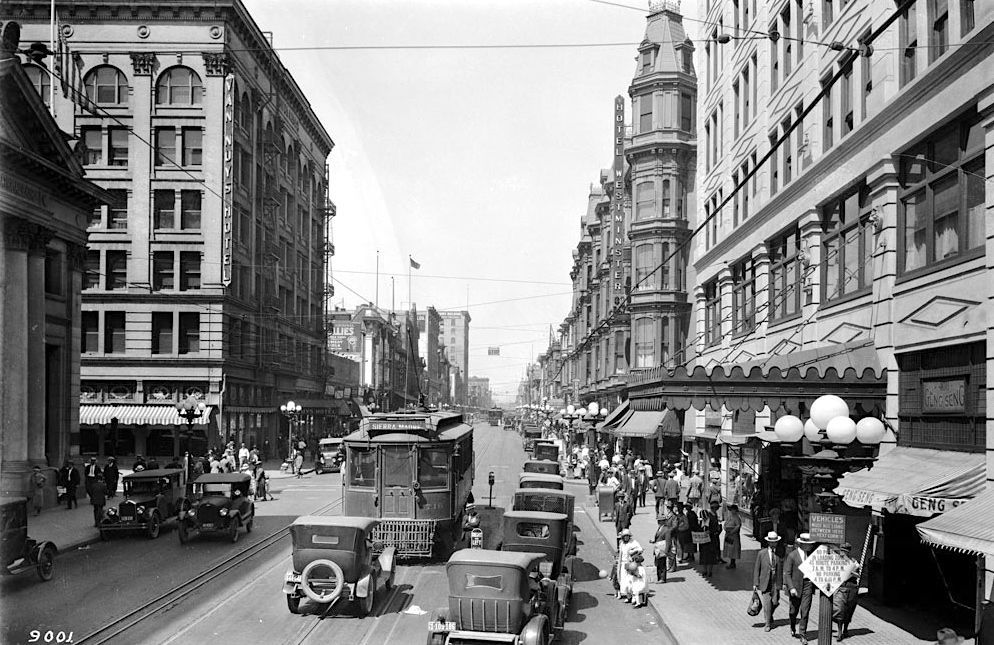 The Corner Of Fourth St And Main St Downtown Los Angeles 1924 Downtown Los Angeles Los Angeles History Los Angeles
