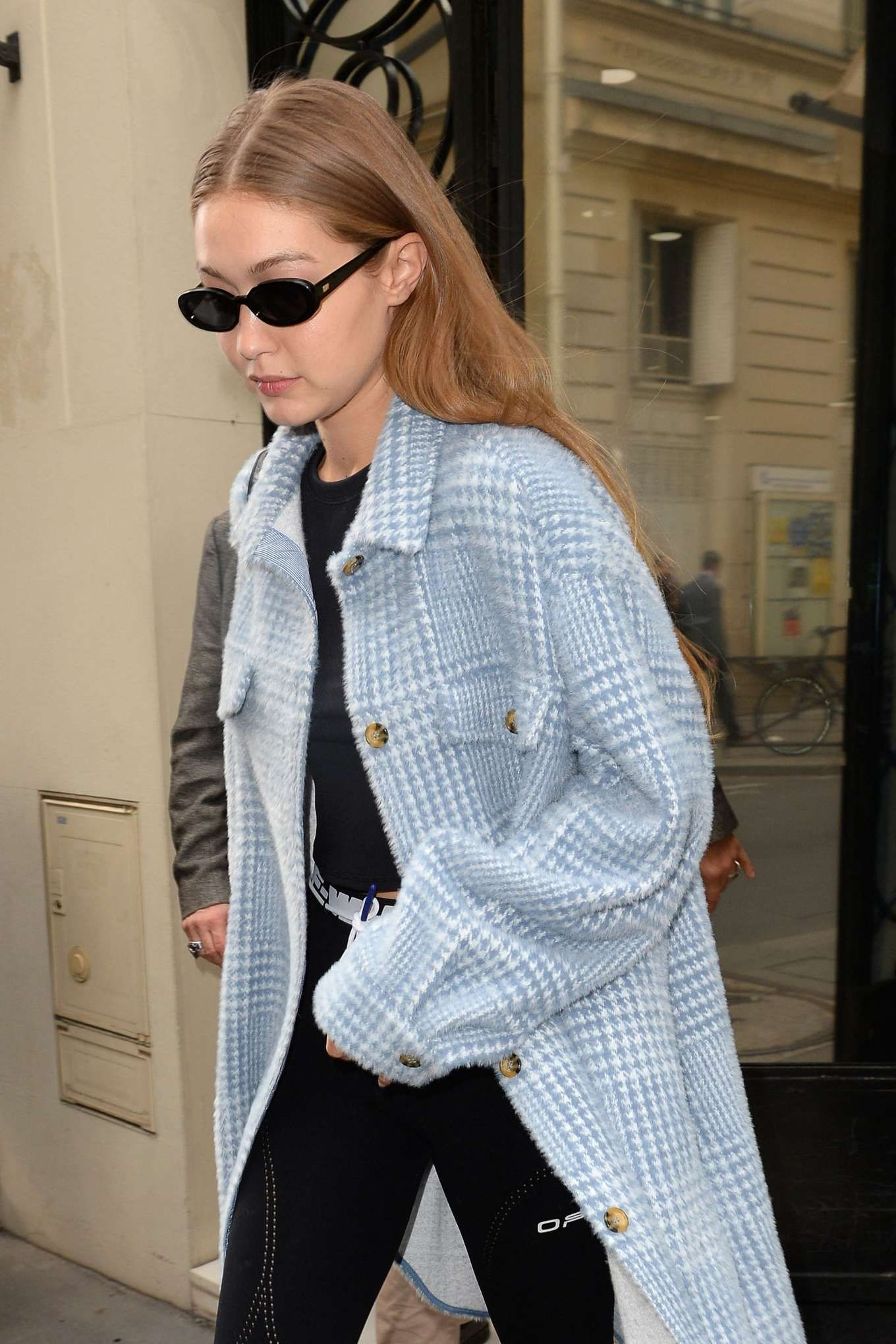 Photos : Gigi Hadid – Leaves Chanel store rue Cambon after a fitting in Paris – Street Style