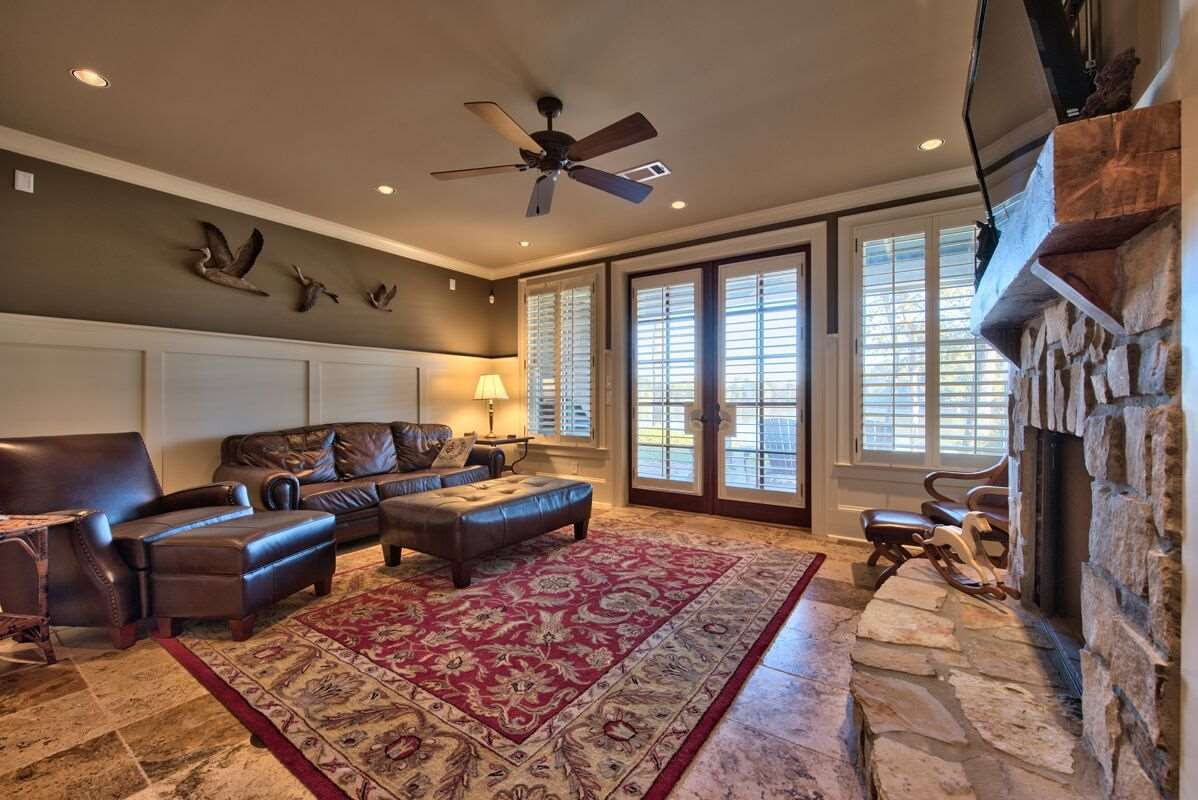 Basement in townhouse located in the peninsula at lake
