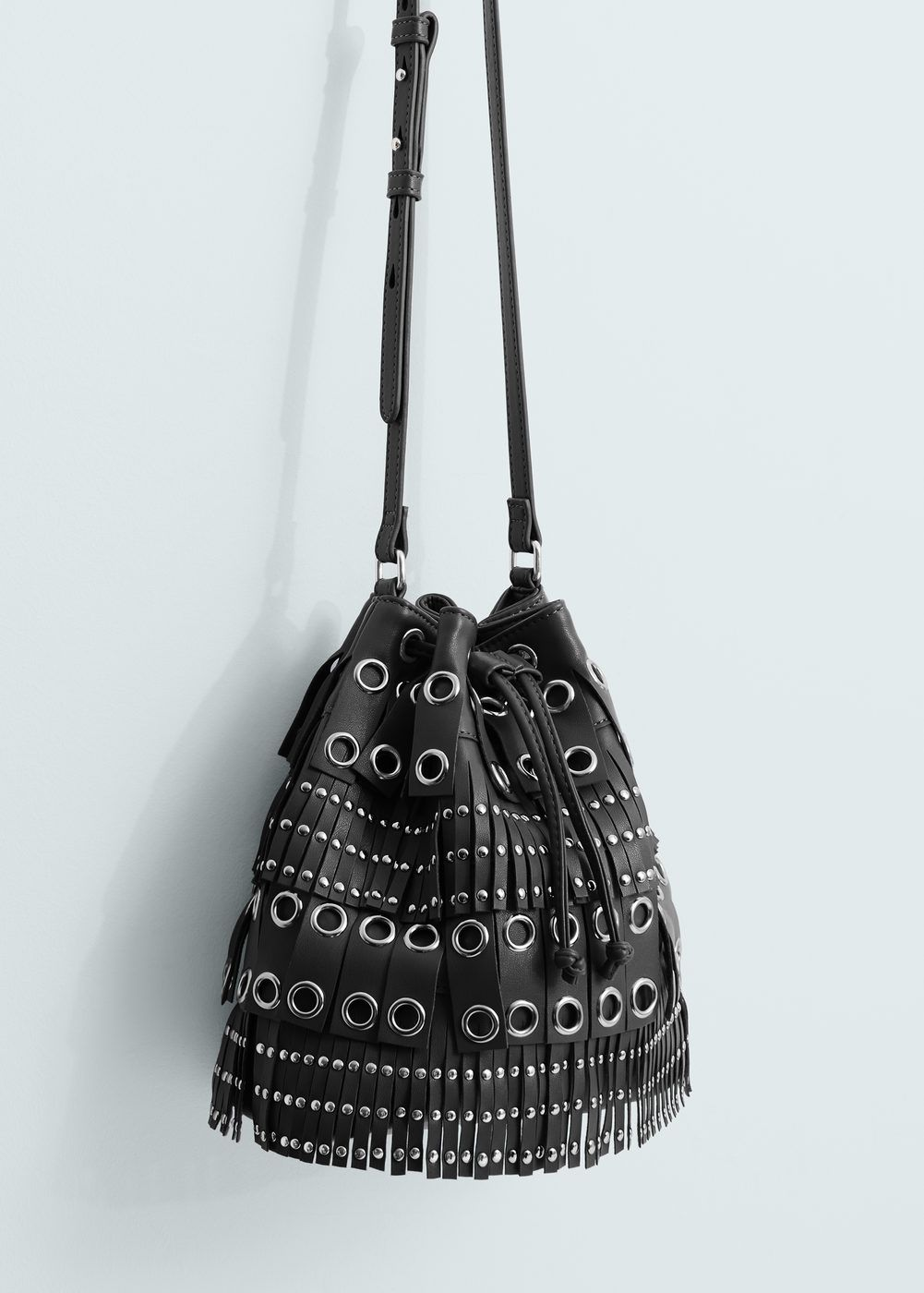 8bc7ff9dd35 Bolso saco tachuelas - Mujer