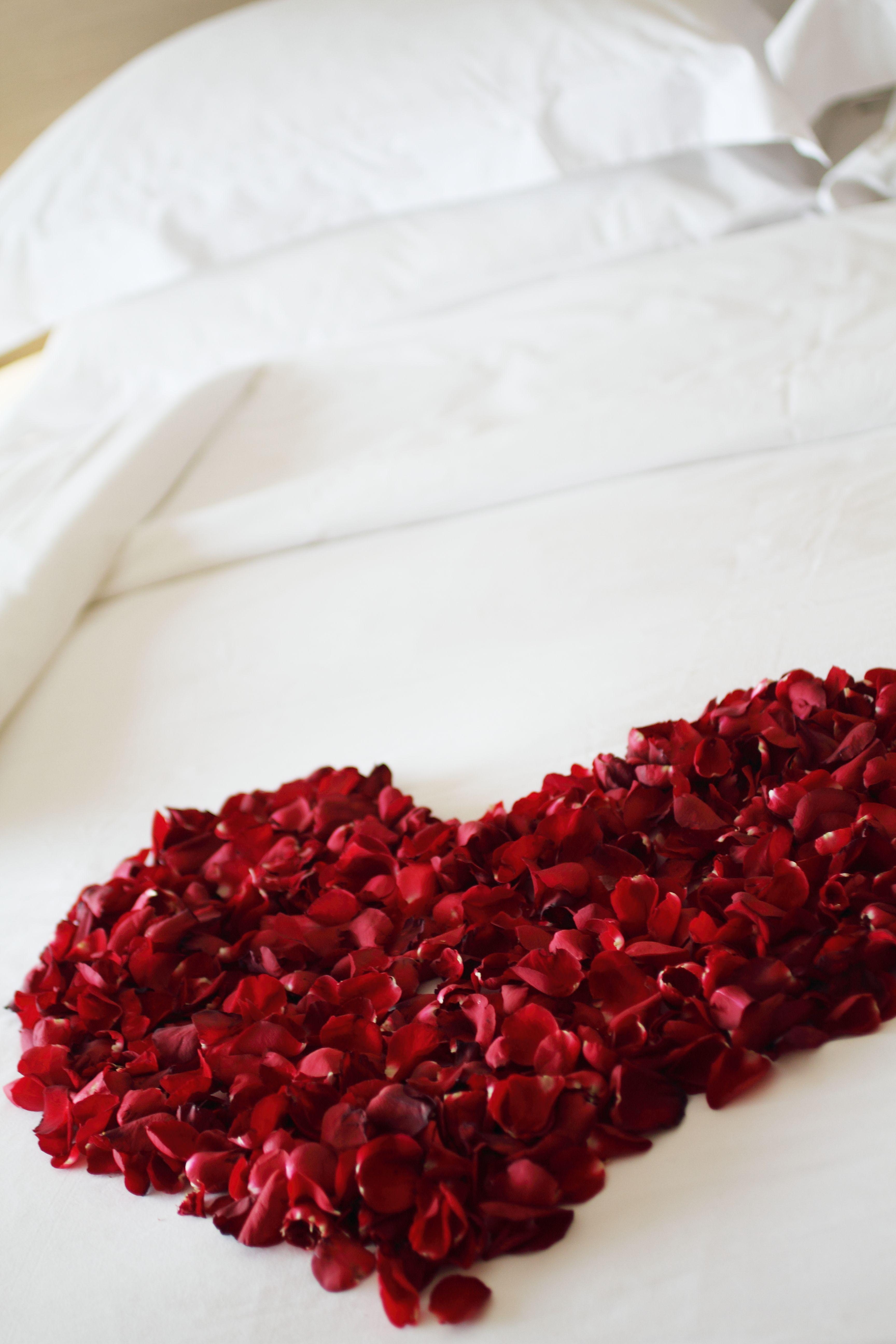 Bedroom decoration for wedding night - Bridal Showers
