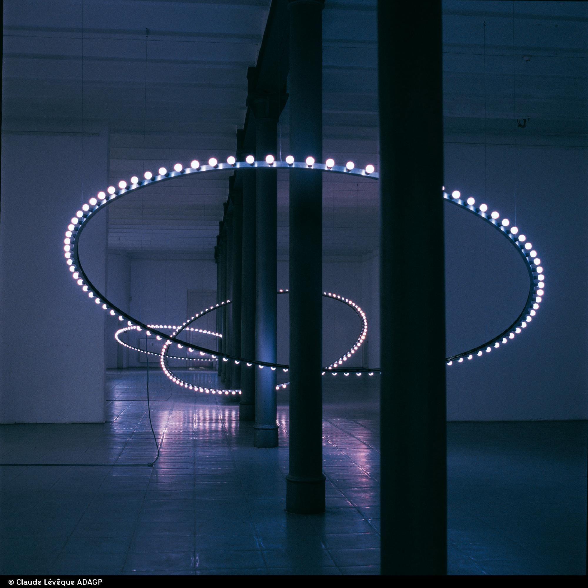 Whirlwind Installation In Situ Stadtische Galerie Breme Cercles De Lampes Bleues Avec Effet Chenillard Filtres Ble Light Art Installation Light Art Neon Art