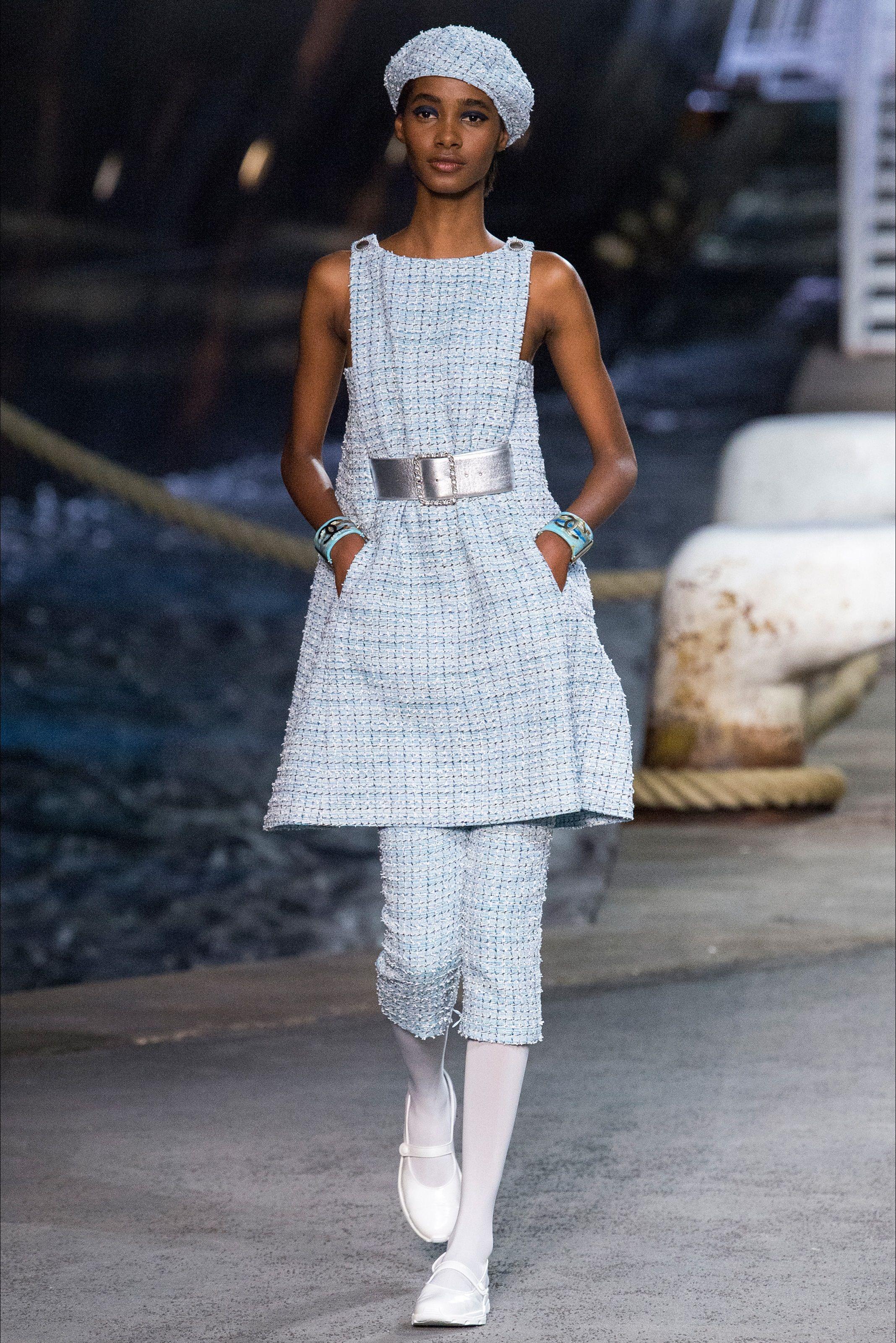 d391d4452a Sfilata Chanel Parigi - Pre-collezioni Primavera Estate 2019 - Vogue ...