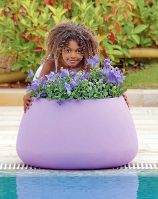 Love the color and the shape of this pot.   Italian garden design by Vasar.