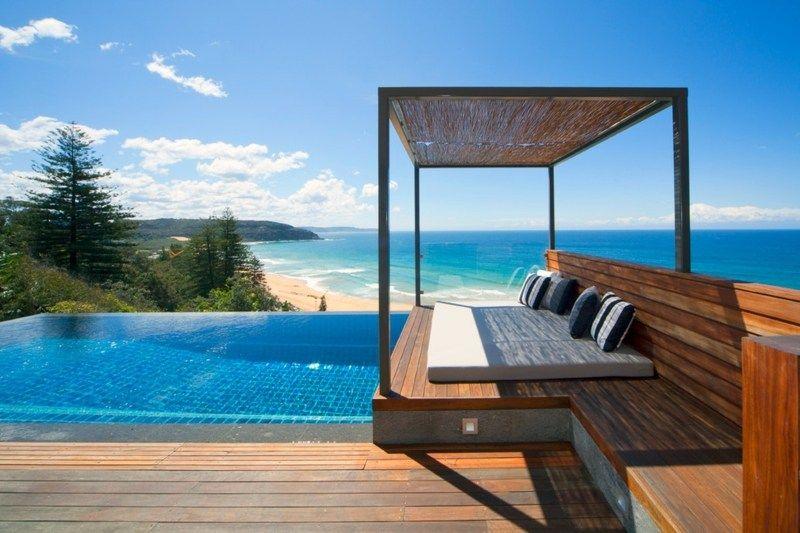 Ferienhaus mit Infinity Pool und Pergola aus Bambus Ideen rund - moderne gartengestaltung mit pool