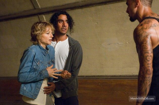 The Brave One Publicity Still Of Jodie Foster Naveen Andrews The Brave One Jodie Foster The Fosters