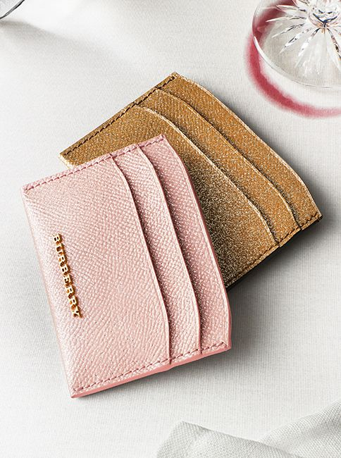 ec06ca419d6f A neatly sized Burberry card case in glitter-flecked patent London leather