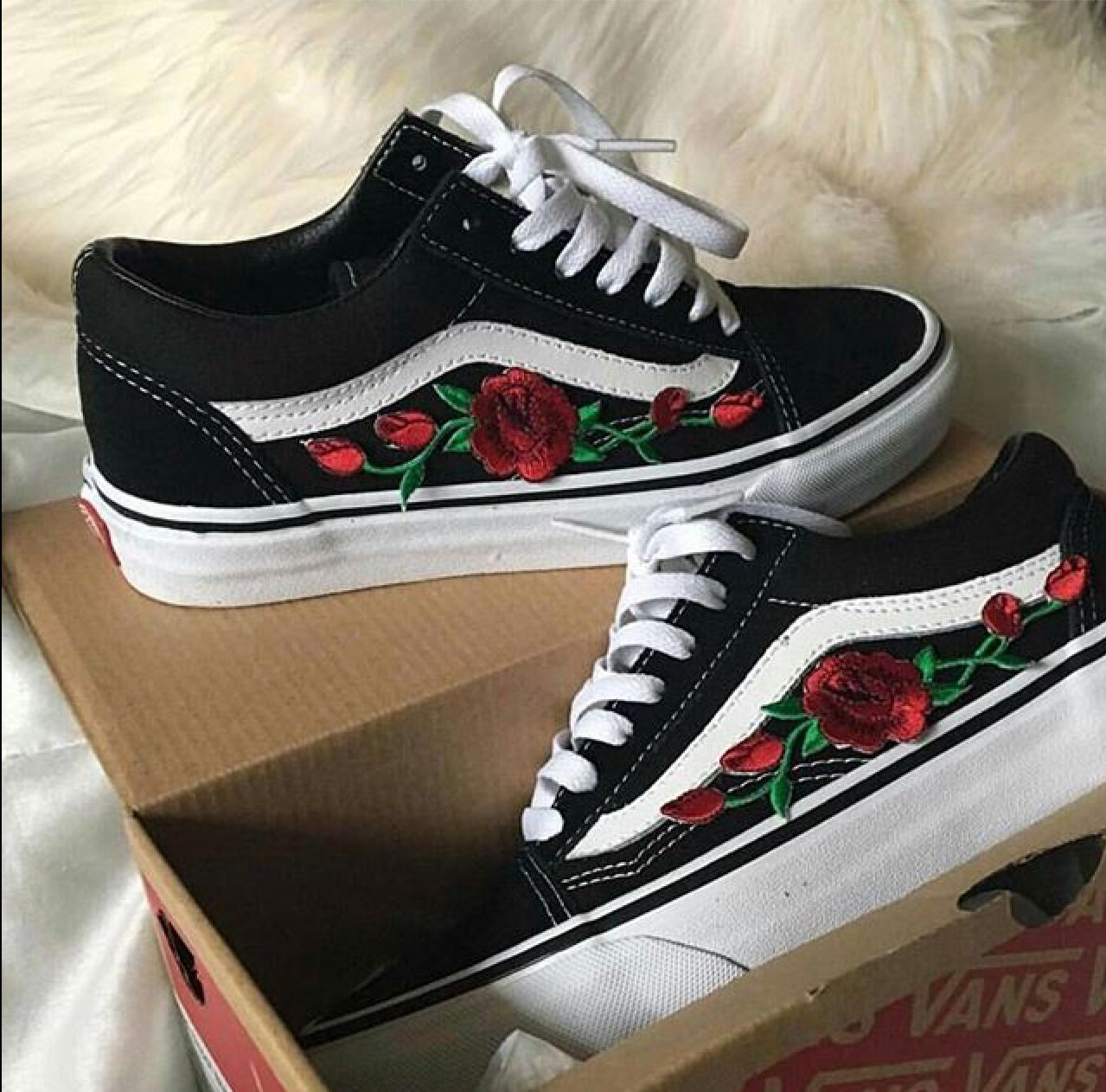 vans mit roten rosen
