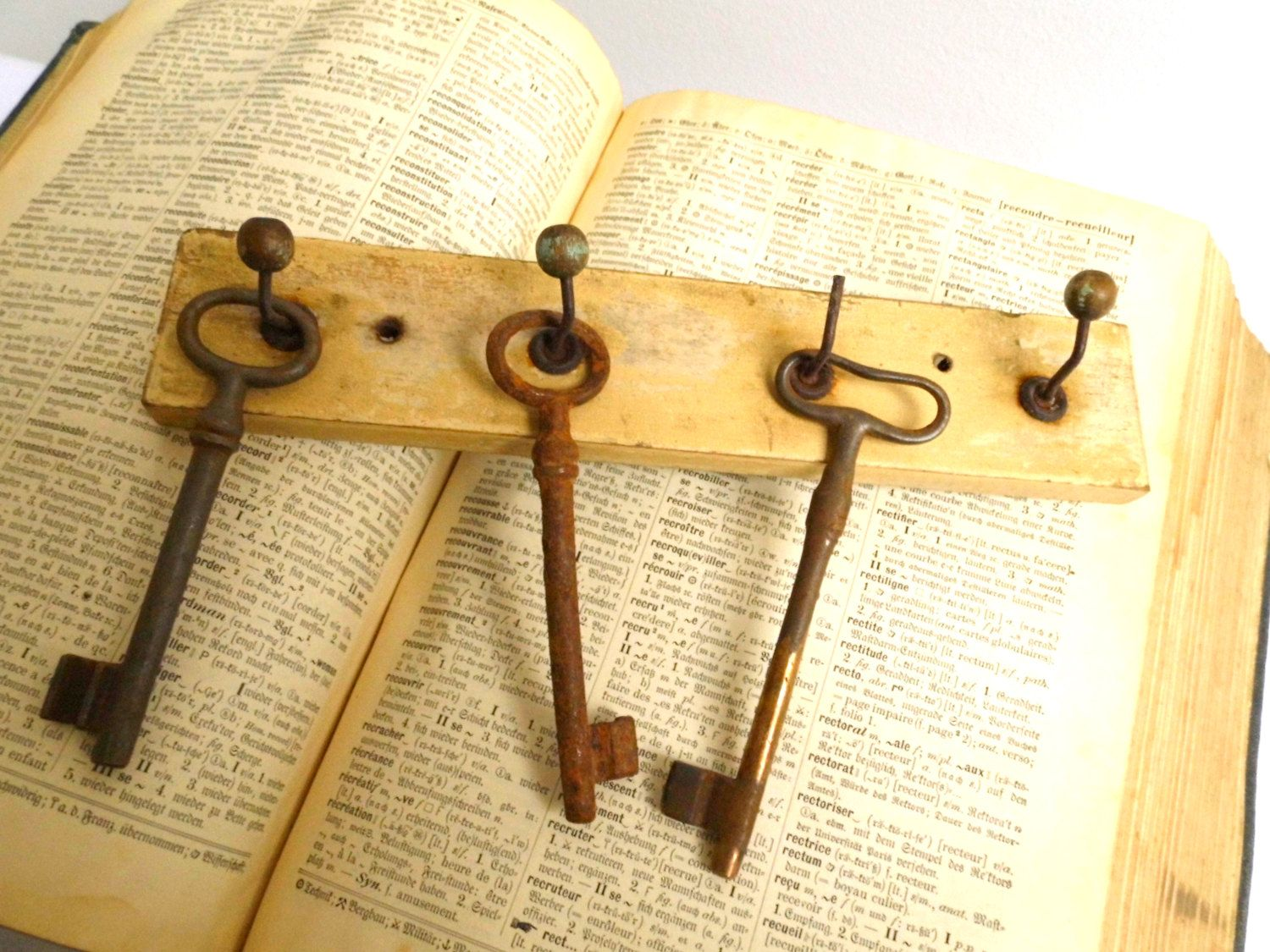 Vintage Wood Key Rack Off White Wall Antique Holder Entryway Jewelry ...