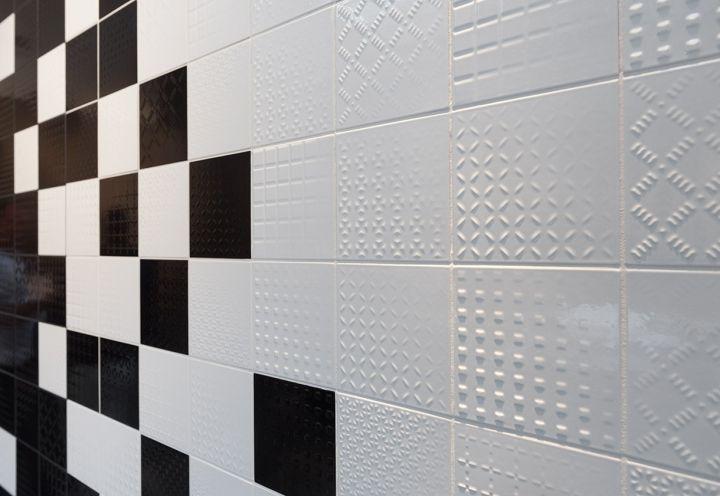 Piastrelle bagno bianche con fantasie cerca con google bagno pinterest - Piastrelle bianche bagno ...