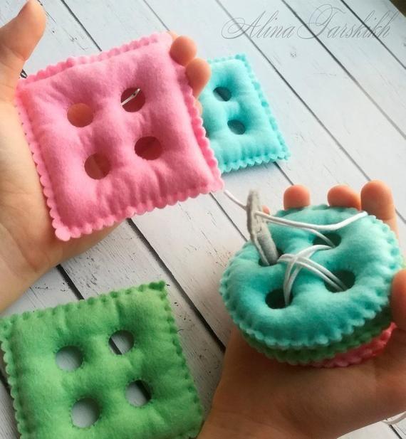 Laçage jouet Montessori jouet sensoriel Montessori bébé jouets feutre motricité couture doudou activités Montessori enfant enfant en bas âge #handmadetoys