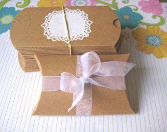10 caja de la almohadilla de kraft favorece la por JustPackaging