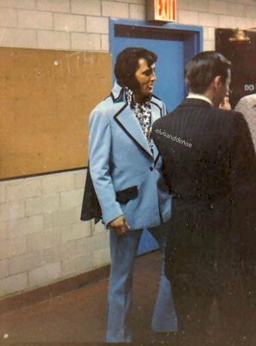 Elvis & his Dad at his June 9, 1972 press... - Elvis never left