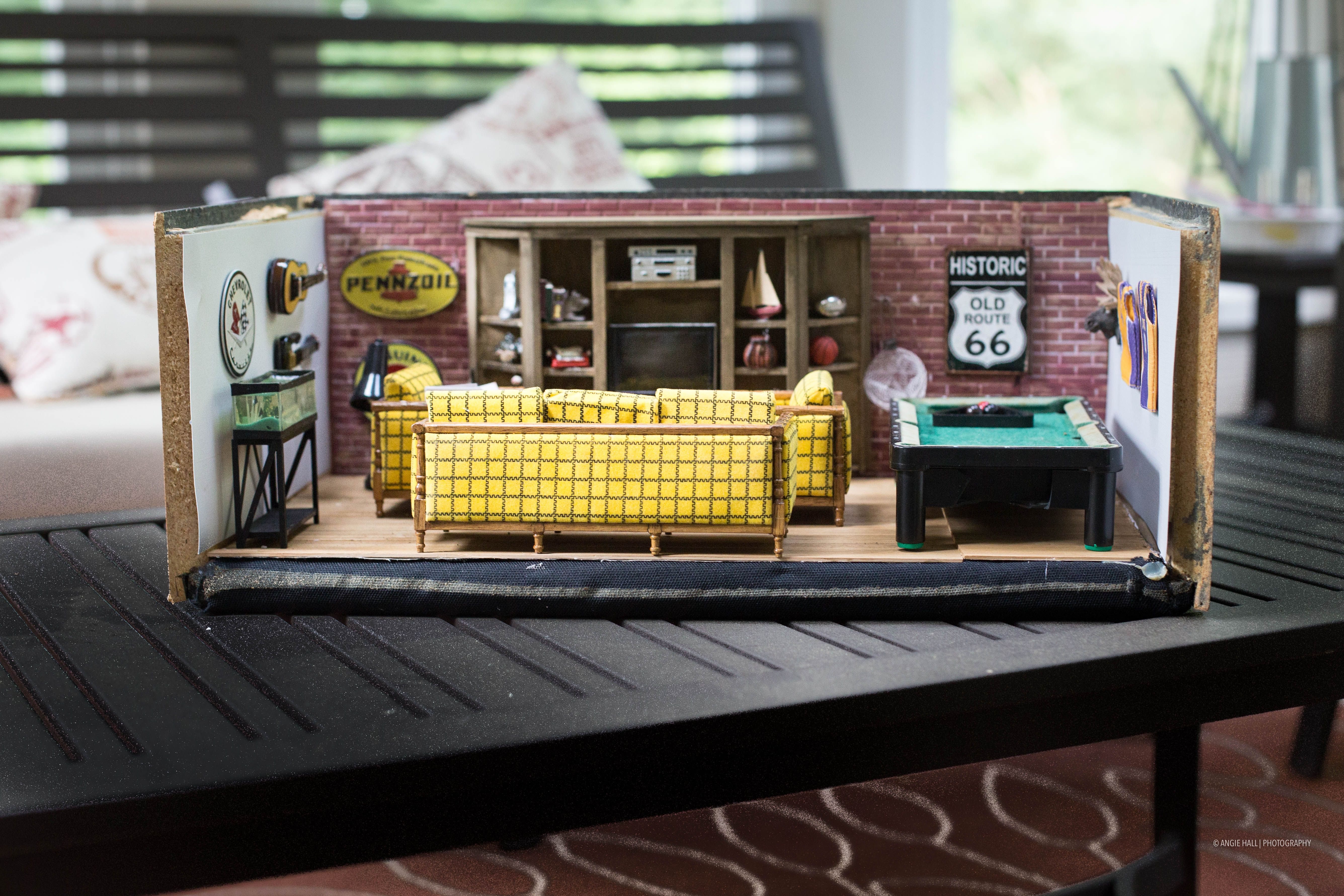 man caves MC-2   Miniature set of 4 beer dollhouse collectors great for miniature garages