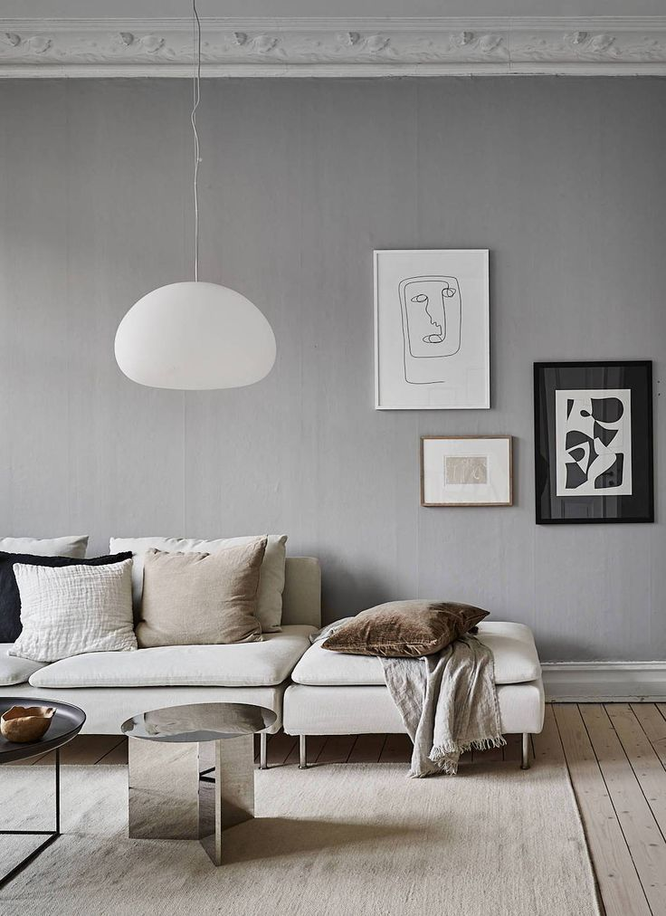 Grey home with a natural touch - via Coco Lapine Design blog livingroomgrey #livingroomfurniture #livingroomdecor #diningroomblue #söderhamnsofa #livingroomdesigns #livingspaces #livingrooms #stairsinlivingroom