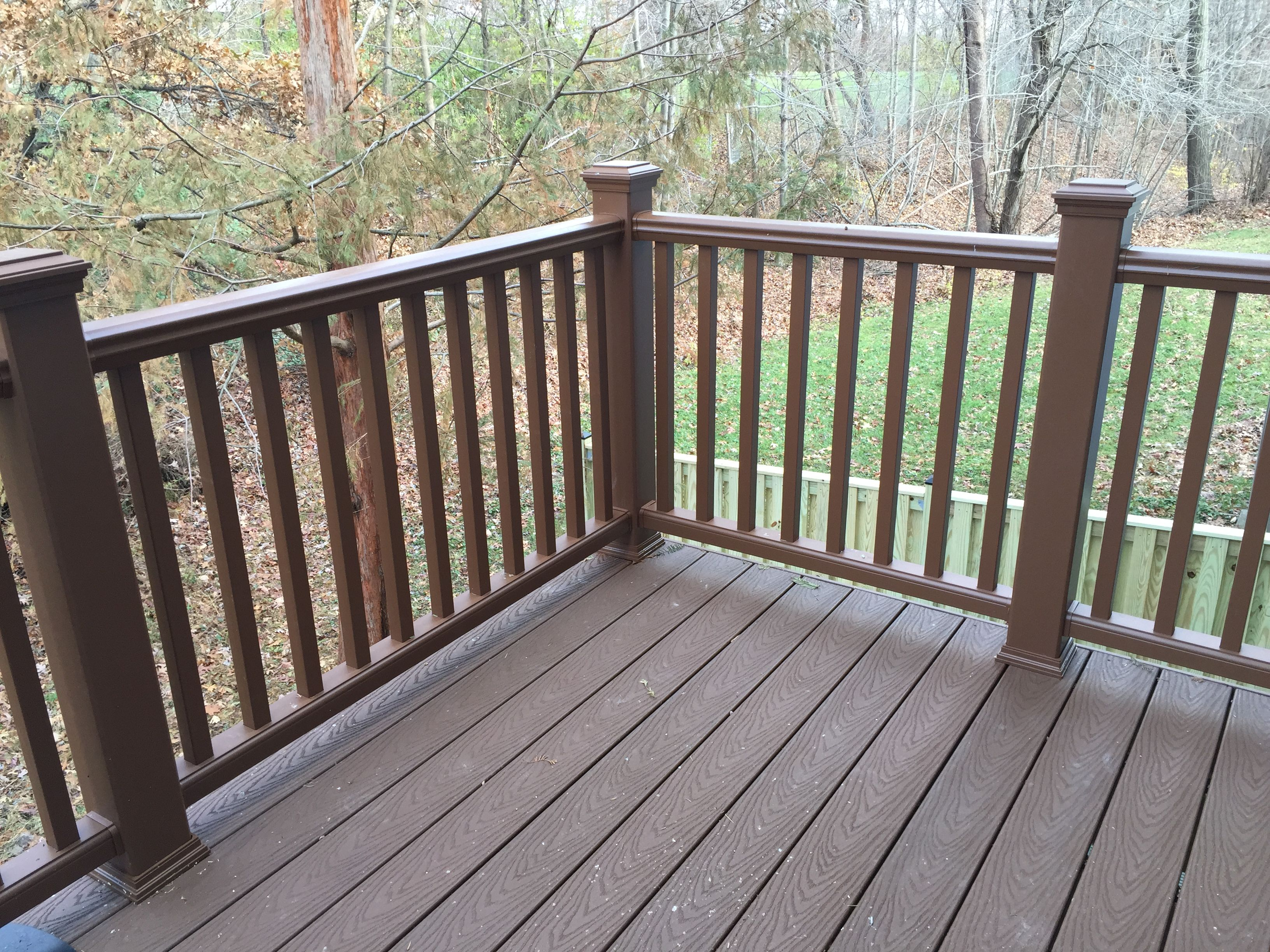 TH Deck with Trex Select Saddle color flooring, Trex Transcend Tree House  color railing and