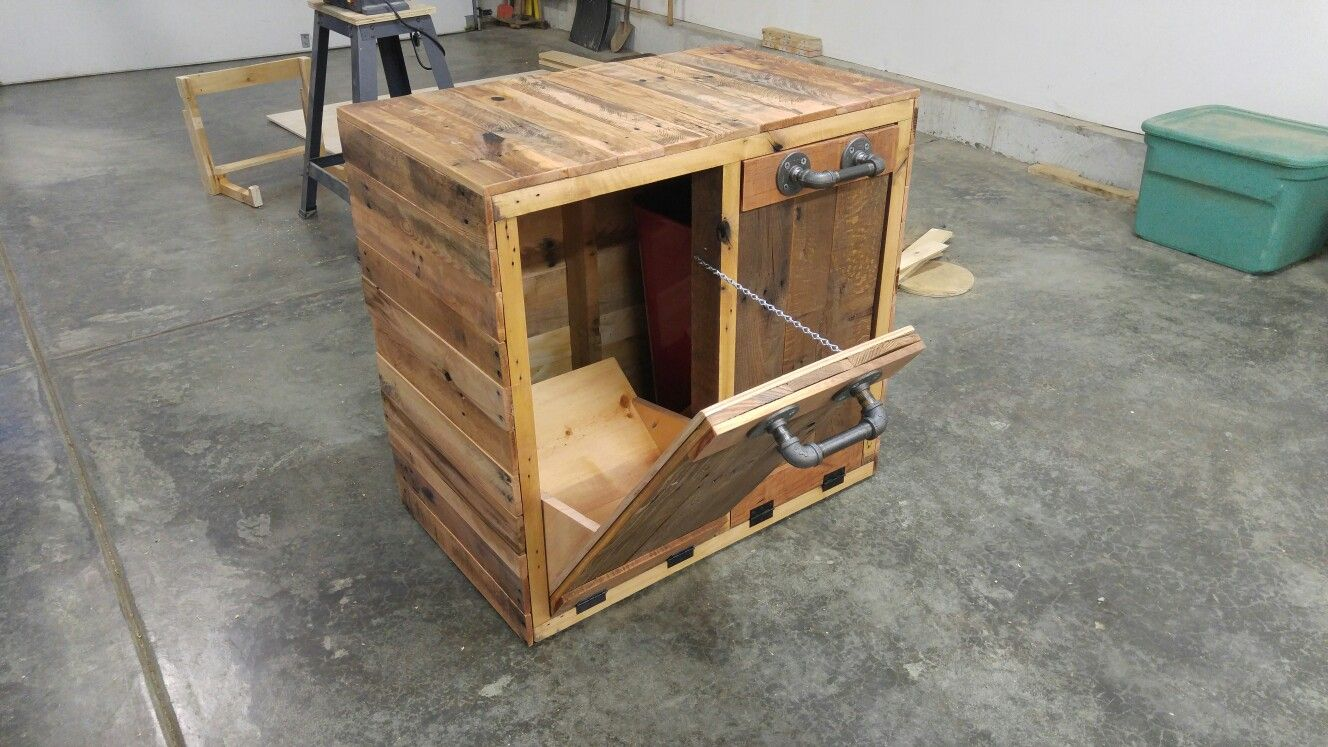 Pallet Wood Trash And Recycle Bin Made By Ras Wood Productions With Images Wood Wood Pallets Recycling Bins