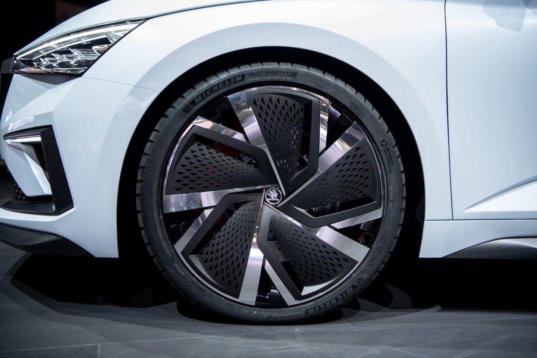 Meet The Skoda Vision Rs Skoda Carbon Fiber Alloy Wheel