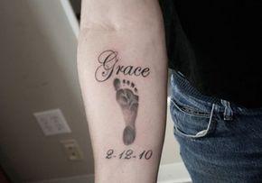 Tatuajes De Huellas De Bebe Recien Nacidos En La Espalda Tattoos