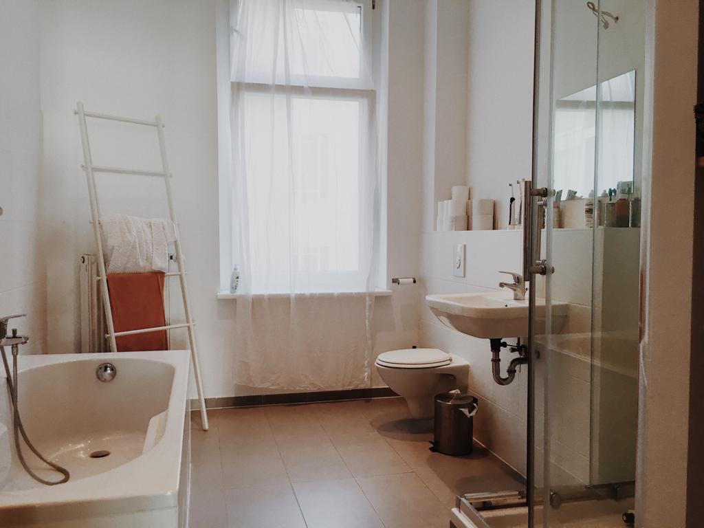 Helles Badezimmer Mit Terracotta Fliesen Schone Badezimmer Helle Badezimmer Badezimmer