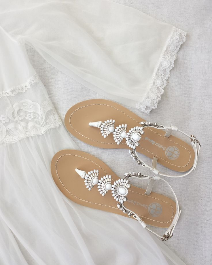 The Most Perfect Bridal Shoes for a Vintage Bride | Flache sandalen ...