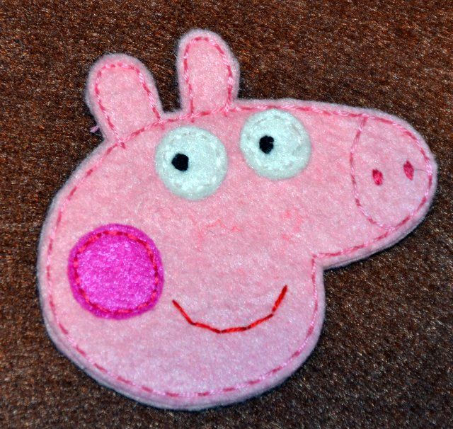 Broche Peppa Pig With Images Felt Crafts Tutorial Felt Crafts