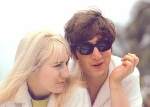 John and Cynthia Lennon Verdadeira, Julian Lennon, Os Beatles, Óculos De Sol  Do e4c6dfa199