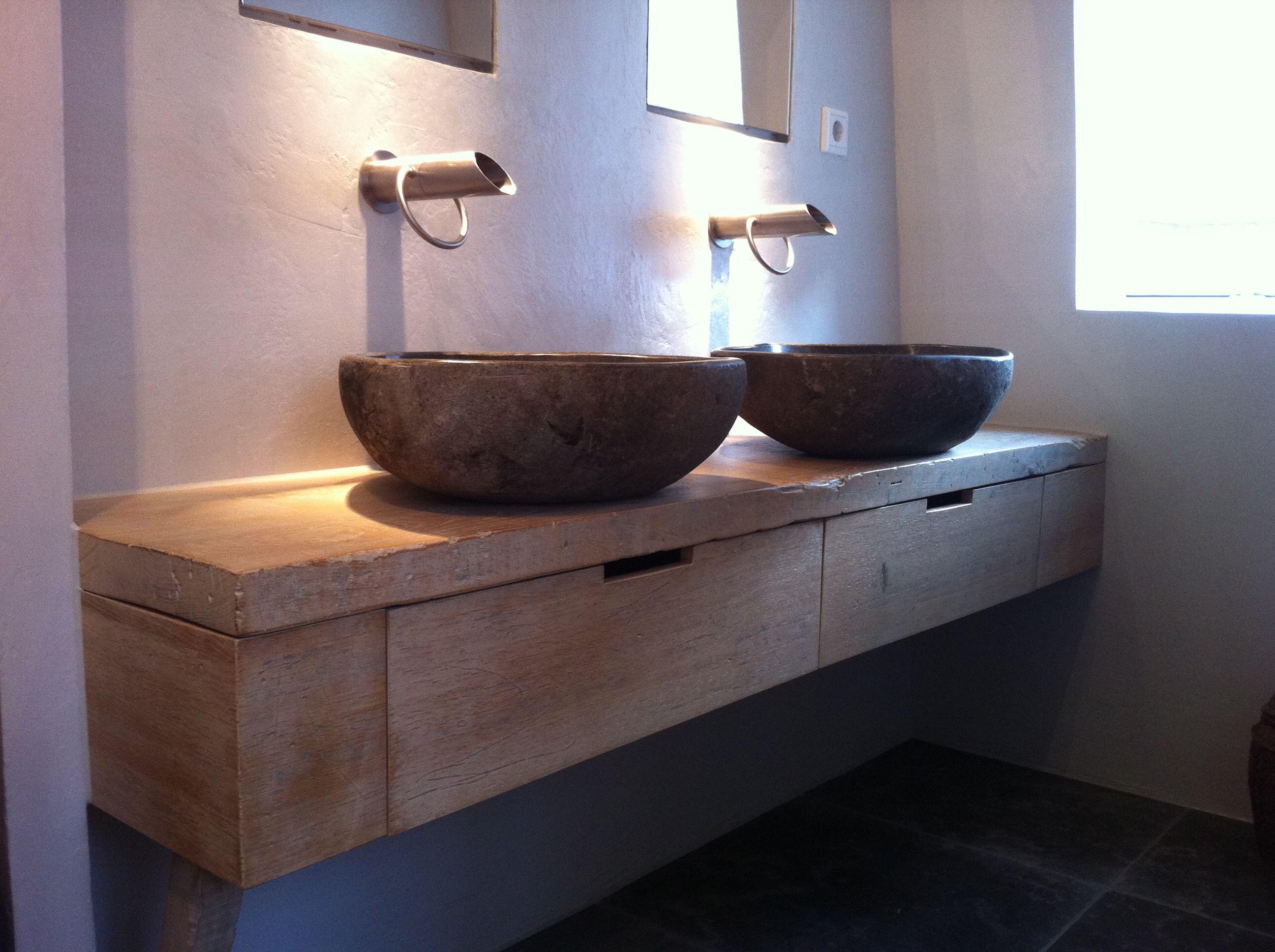 Zwevend oud eiken meubel met kraan pure en wasbak rots by natural