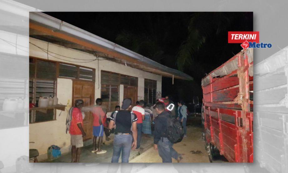 Suami isteri zalim buta hati paksa 18 individu termasuk 5 kanak-kanak jadi buruh paksa   Polis Perak menyelamatkan 18 individu termasuk lima kanak-kanak dipercayai menjadi mangsa buruh paksa di ladang kelapa sawit di Kampung Tasek di sini awal pagi ini.  Suami isteri zalim buta hati paksa 18 individu termasuk 5 kanak-kanak jadi buruh paksa  Serbuan dilakukan sepasukan pegawai dan anggota Bahagian Siasatan Jenayah Maksiat Perjudian dan Kongsi Gelap (D7) Ibu Pejabat Polis Kontinjen (IPK)…