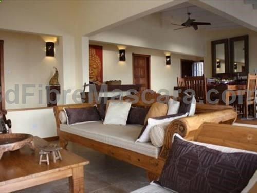La Di Da Villa Koolbaai Located in Koolbaai, this air-conditioned villa features a patio. The unit is 6 km from Saint Martin. There is a dining area and a kitchen. Towels and bed linen are available at La Di Da Villa. There is a private bathroom with a bath or shower.