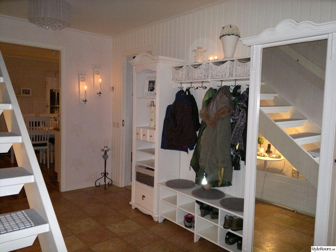 ikea,hallmöbler,ljusstakar,shabby,lantligt,panelvägg,hall Inredning Pinterest Shabby, Ikea