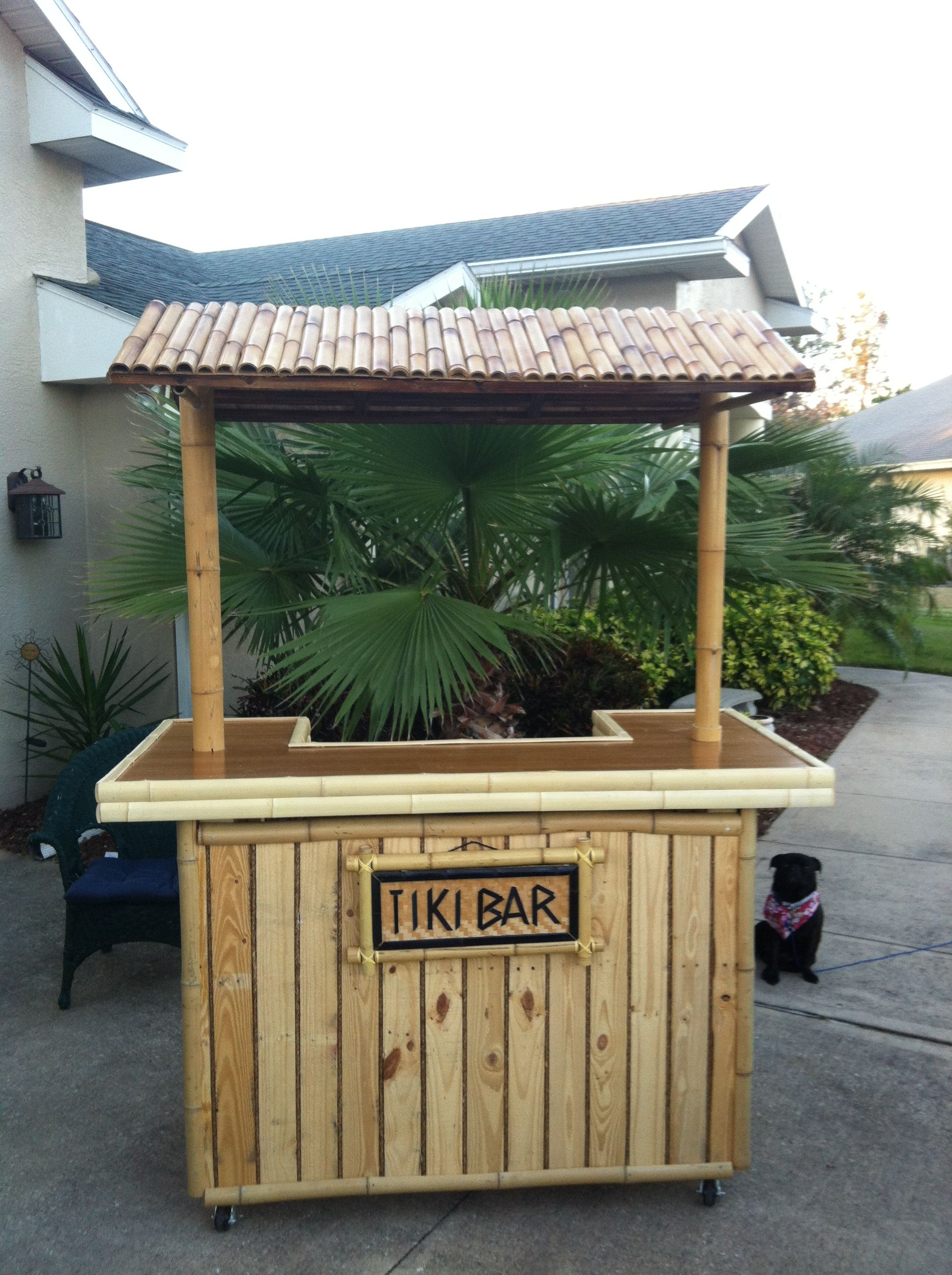 Diy pallet tiki bar tiki bars pallets and bar for Movable pallets