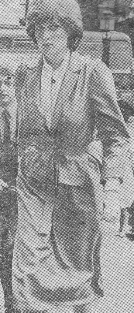 1981-07-22 Diana about to enter St Paul's Cathedral for a wedding rehearsal
