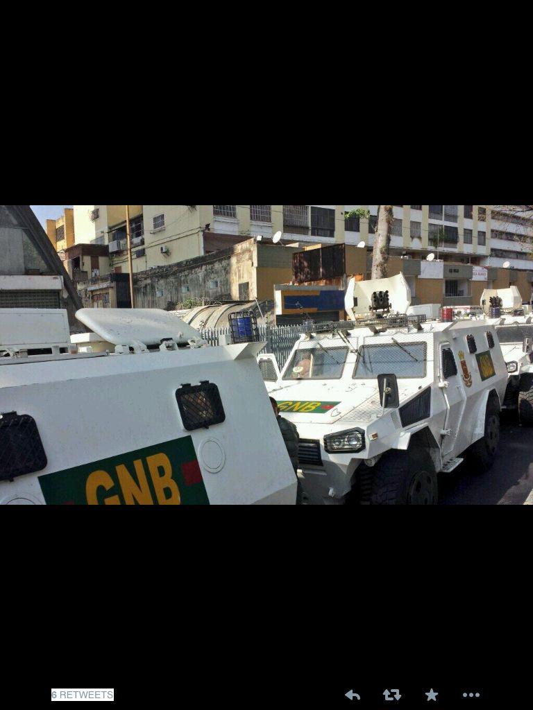 Tanquetas circulando por las calles de Caracas