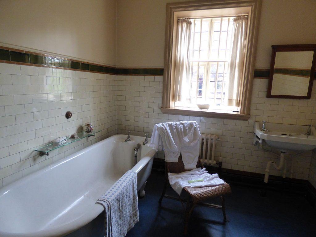Victorian Bathroom St Wightwick Manor Victorian Bathroom Victorian Interior Design Best Bathroom Lighting