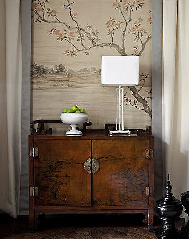Mix Of Old And New Asian Chinoiserie Oriental Decor Somehow It Becomes An Elegant Modern Design When You Blend A True Antique With Something Sleek