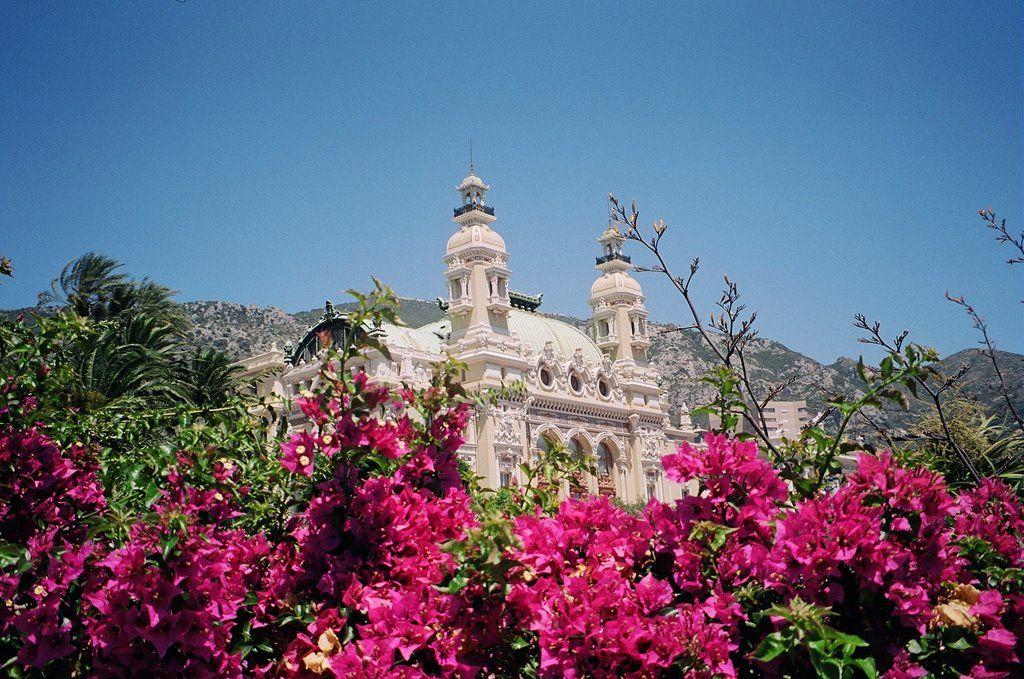 A híres Monte Carloi kaszinó / The famous Casino of Monte Carlo