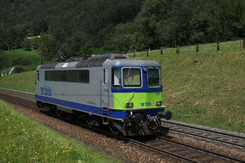 Re 420 506-8 am 25.7.12 oberhalb von Erstfeld.