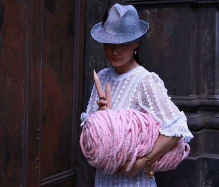 Super chunky yarn- want this!!! Plus link to many patterns