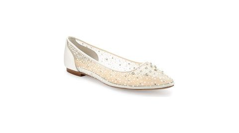555d01e068a2 Tout  9 Gorgeous Wedding Flats Every Bride Will Love—and Never Want to Take
