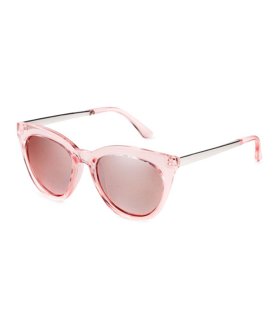 56fe4229e6 Kolla in det här! Ett par solglasögon i plast med skalmar i metall. Tonade,  UV-skyddande glas. - Besök hm.com för ännu fler favoriter.
