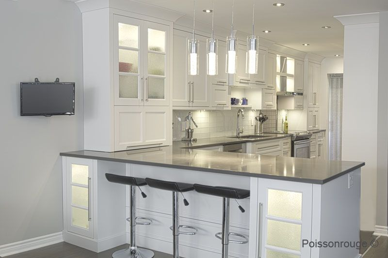 Gray kitchen top counter white kitchen armoires blanche for Armoire suspendue cuisine