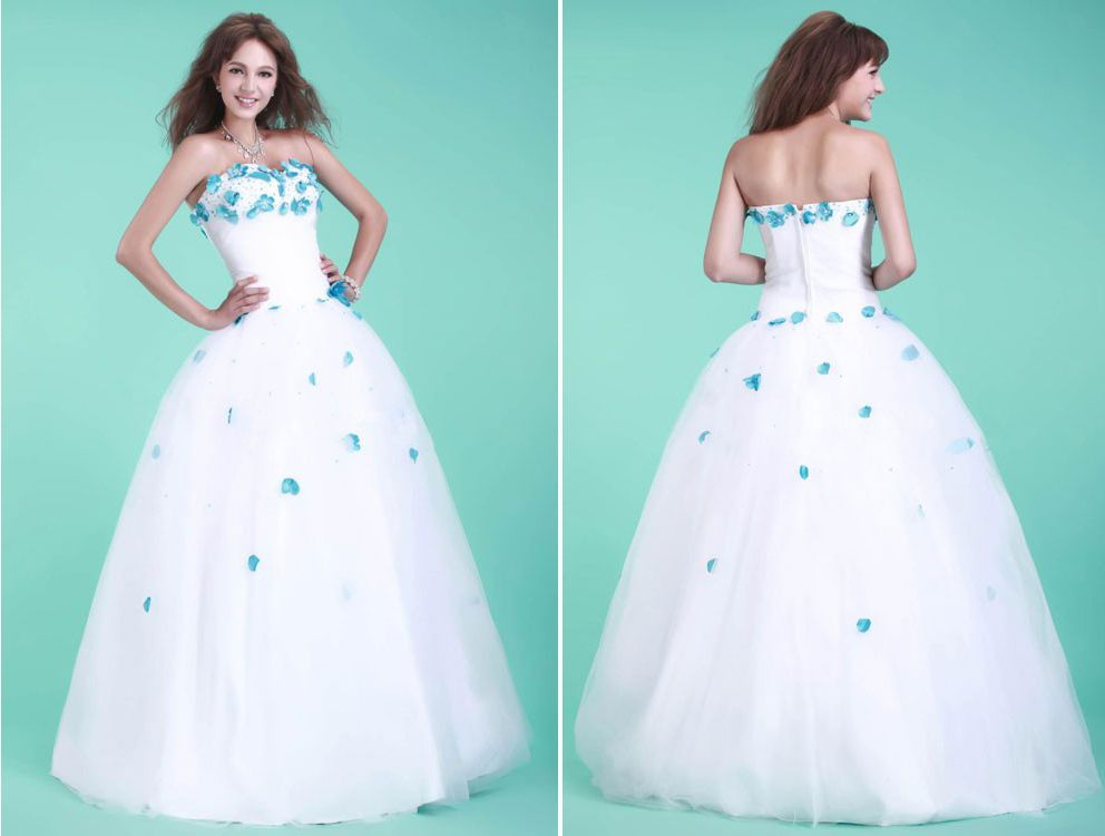 white-wedding-dress-with-blue-flowers-4.jpg (992×750)   Suknie ...