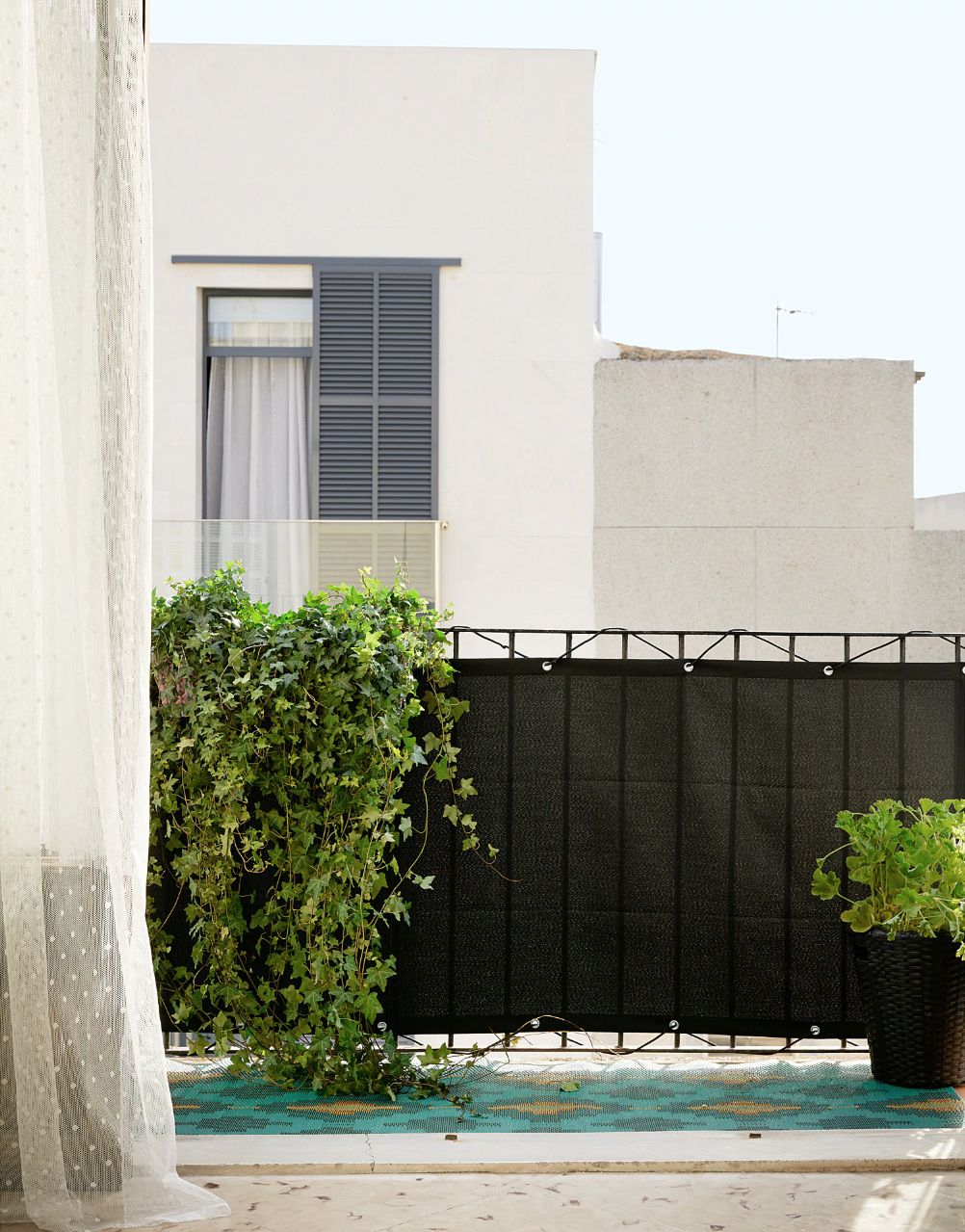 10 Easy Pieces: Balcony Privacy Panels - Gardenista