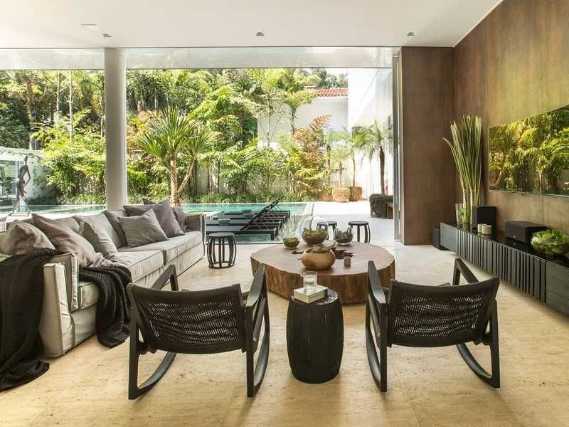 Luxurious house in Brazil with amazing indoor-outdoor connection